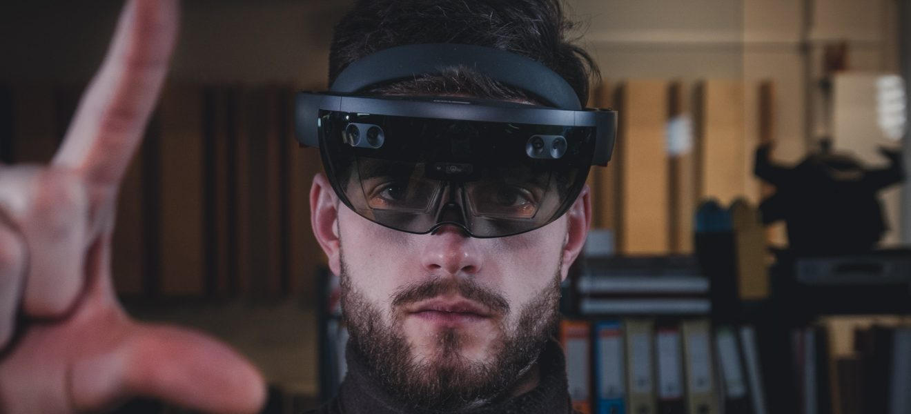 Data center operations supported by augmented reality